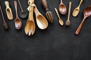 Küchenutensilien aus Holz foto