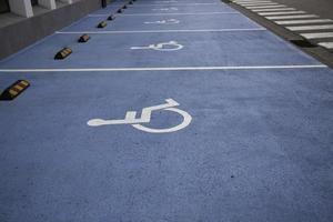 Schild für Behindertenparkplätze foto