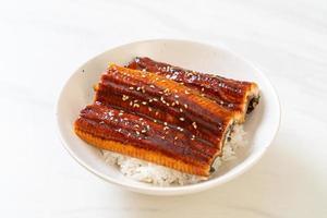 japanischer Aal gegrillt mit Reisschüssel oder Unagi Don foto