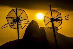 sonnenuntergang auf dem hügel von cantagalo foto