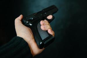 First-Person-Ansicht der Waffe. foto