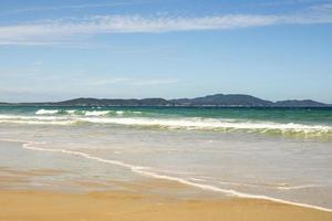 ruhiger tropischer strand in brasilien foto