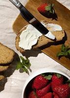 das leckere gesunde Dessert mit Karotten-Arrangement foto