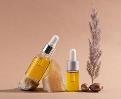 das Arganöl-Tropfflaschen-Arrangement foto