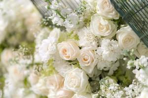 gemischte Hochzeit weiße Rosen Blume, floraler Hintergrund foto