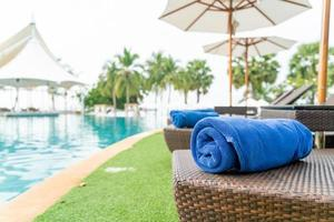 Nahaufnahme Handtuch auf Strandkorb - Reise- und Urlaubskonzept foto