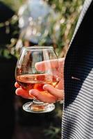 Hochzeitsgläser für Wein und Champagner aus Kristall foto