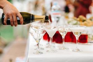 Hochzeitsgläser für Wein und Champagner foto