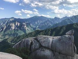 große Felsen im Seoraksan-Nationalpark, Südkorea foto