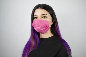 Frau mit Schutzmaske. Konzept des Gesundheits- und Sicherheitslebens, Coronavirus, Virenschutz, Pandemie. foto