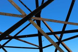 Stromleitung Pylon Nahaufnahme. Metallkonstruktion. foto