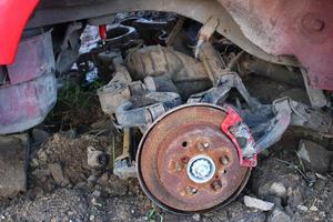 zerlegtes altes Auto. Schrott aus dem Auto. foto