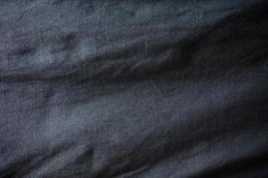 zerknittertes schwarzes Stoffsofa glänzende Textur foto