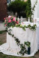 Bankettsaal für Hochzeiten mit dekorativen Elementen foto