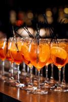 Cocktailgläser für Wein und Champagner foto