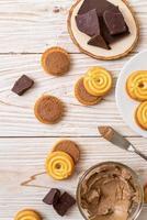 Sandwichkekse mit Schokoladencreme foto
