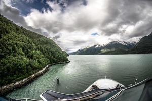 wunderschöne alaskanische Kreuzfahrtschifflandschaft foto
