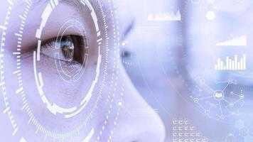 Augen schauen auf virtuelle Technologie mit globaler Netzwerkverbindung. digitale Mischtechnik. sozialen Medien. foto