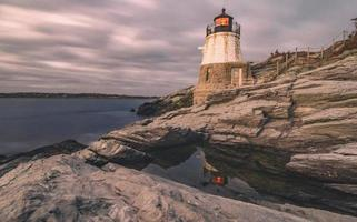 Sonnenuntergang in Newport Rhode Island am Castle Hill Lighthouse foto