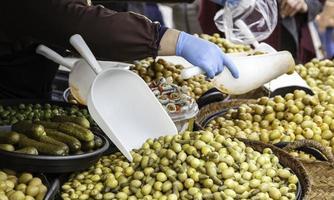 Oliven auf einem Markt foto