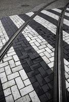 Straßenbahnschienen in der Stadt foto