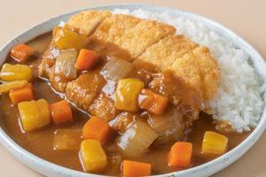 gebratenes Schweinekotelett-Curry mit Reis - japanische Küche foto
