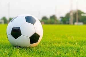 Fußball auf dem Ballfeld foto