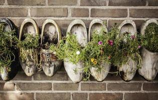 holländische Holzschuhe herstellen foto