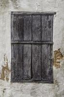 alte Holztür mit Schloss foto