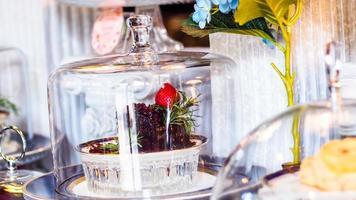 Stück Erdbeerkäsekuchen Bäckerei Hintergrund. selektiver Fokus foto