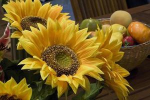 Kunstblumen aus Kunststoff und Textilmaterial foto