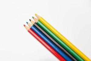 Buntstifte in einer Schachtel foto