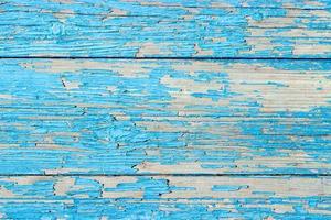 Nahaufnahme einer alten Holztür, blaugrüne blaue Farbe, die den Texturhintergrund abblättert foto