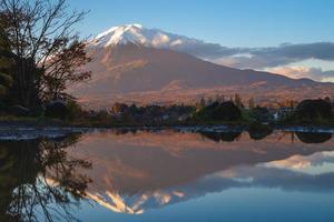 Landschaft des Mount Fuji und des Kawaguchi-Sees in Yamanashi in Japan foto