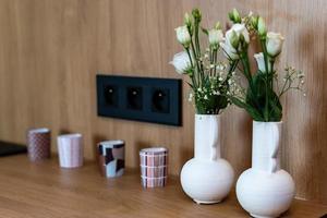minimalistisches Kücheninterieur. Nutzung kleiner Studioflächen. foto