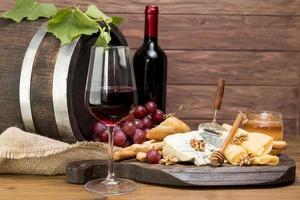 Wein-Tapa aus Holzfass. hochwertiges schönes Fotokonzept foto