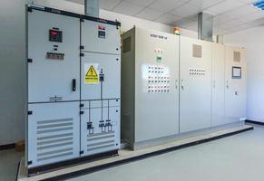 Umspannwerk zur Verteilung elektrischer Energie foto
