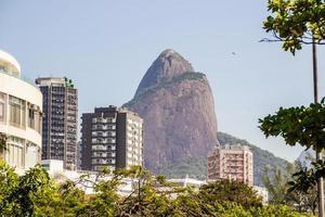 Hügel der Brüder gesehen von der Lagune Rodrigo de Freitas in Rio de Janeiro, Brasilien foto