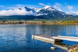 heller Frühlingsmorgen ar zinnoberrote Seen. Banff-Nationalpark, Alberta, Kanada foto