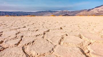 Death Valley Nationalpark an einem sonnigen Tag foto