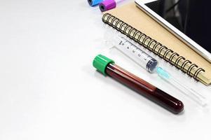 Vakuumröhrchen zum Sammeln von Blut foto