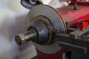 Bremsdrehmaschine Werkzeug Polierscheibenbremsen von Autos arbeiten automatisch foto