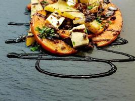 Auflauf mit Kürbis-Schafskäse und Kartoffelecken foto