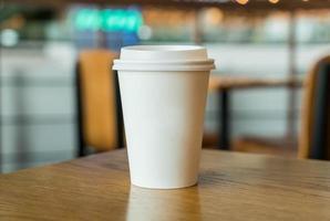 heiße Kaffeetasse im Café foto
