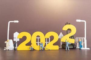 Miniatur-Leute-Arbeiter-Team Build-Nummer 2022 foto