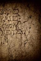 historische antike Inschrift auf Marmortafelstein foto
