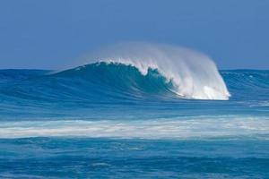 perfekte blaue hawaiianische Welle foto