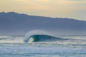 die perfekte Welle surfen foto