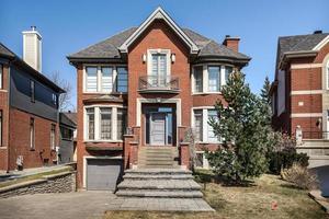 luxuriöses kanadisches Haus mit Hartholzböden und Treppenhäusern foto