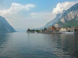 Landschaft von Lecco und seinem See its foto